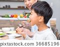 家庭吃父亲爸爸爸爸母亲母亲姐妹生活的感觉 36685196