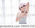Beautiful girl shaving armpit hair by razor 36693150