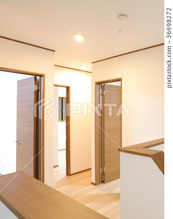 신축 주택 2 층 놀이방에서 홀 36698272