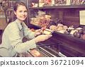 girl, buying, candies 36721094
