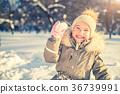 Little girl in a winter park 36739991