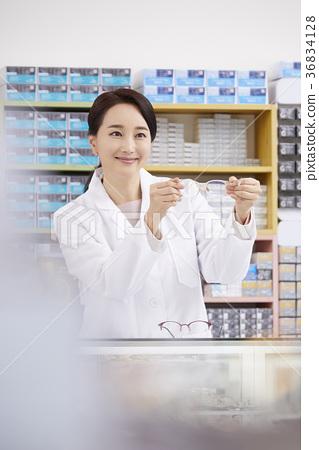 Female, optician, optician 36834128