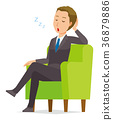 젊은 사업가 소파에 앉아 졸고있다 36879886
