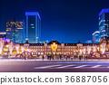 도쿄역 앞 정면에서의 야경 36887056