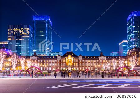 從東京站前面的夜景 36887056
