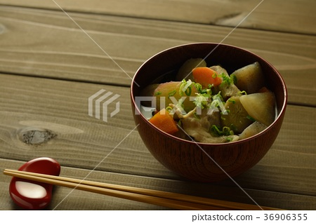 Miso soup with pork and vegetables 36906355