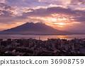 在早晨的陽光下鹿兒島櫻島坂灣的早晨 36908759