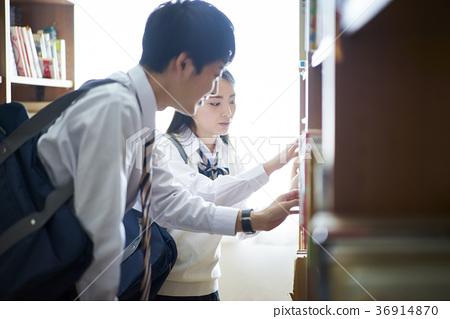 도서관에있는 학생 36914870