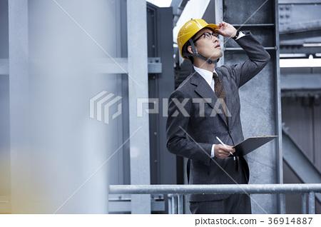 戴头盔的商人 36914887