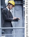 戴頭盔的商人 36914891