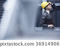 戴头盔的商人 36914906
