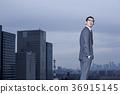 站立在屋頂的商人 36915145