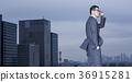 站立在屋頂的商人 36915281
