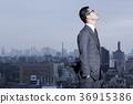 站立在屋頂的商人 36915386