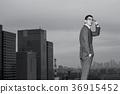 站立在屋頂的商人 36915452
