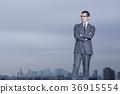 站立在屋顶的商人 36915554