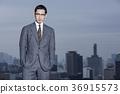 站立在屋頂的商人 36915573