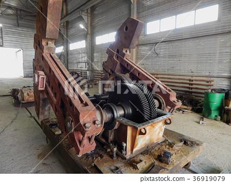 Repair of oil equipment. 36919079
