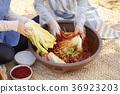 배추김치, 비닐장갑, 요리중 36923203