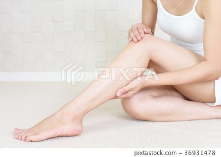 做皮膚護理的女性 36931478