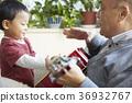 老人 祖父 孫子 36932767