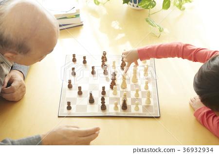 有下棋的孩子的前輩 36932934