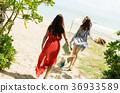 ผู้หญิงที่เดินทางในโอกินาว่า 36933589