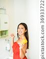 刷牙刷的婦女 36933722