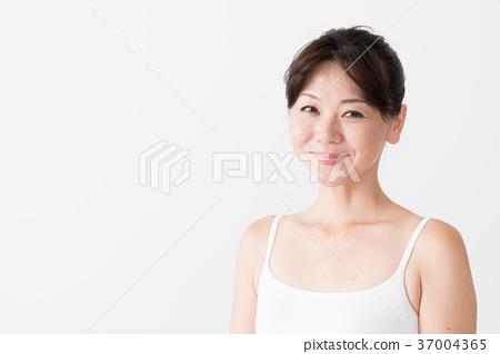 여성 스킨 케어 이미지 37004365