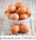 fresh eggs in a bowl 37029013