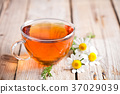 cup of tea with chamomile flowers 37029039