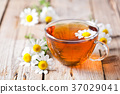 cup of tea with chamomile flowers 37029041