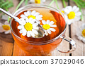 cup of tea with chamomile flowers 37029046