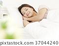 젊은여자, 잠, 편안함 37044240
