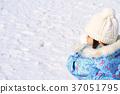 눈싸움을하는 유아 (3 세) 37051795