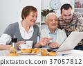 elderly, couple, family 37057812