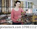 girl, buying, candies 37061112