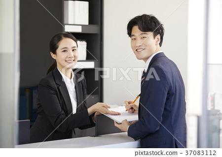 영업사원,고객,상담,한국인 37083112