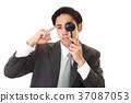 男子接受視力測試 37087053