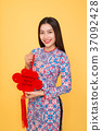 Attractive Vietnamese woman in traditional dress 37092428