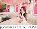 woman sit in restaurant 37099350