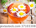 cup of tea with chamomile flowers 37103308