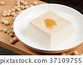 Sesame tofu 37109755