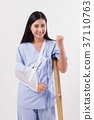 strong woman patient, injury recovery concept 37110763