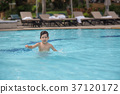 4 years old Asian kid swimming lonely  37120172
