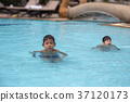 8 years and 4 years old brother Asian kid swimming 37120173