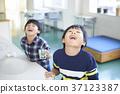 กลั้วคอ,เด็กผู้ชาย,นักเรียนประถม 37123387