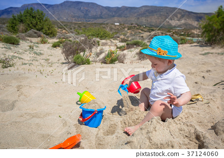 Boy playing in the sand on holidays in Greece 37124060