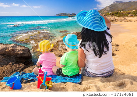 Mother with twins on the tropical beach holidays 37124061
