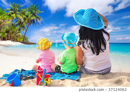 Mother with twins on the tropical beach holidays 37124062